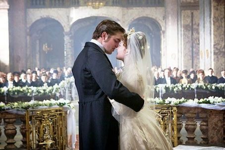 Holliday Grainger Robert Pattinson Bel Ami Stills