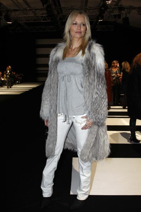 Adriana Karembeu - Adriana Sklenarikova Karembeu - Mar 01 2008 - Elie Saab Fashion Show During Paris Fashion Week Fall-Winter 2008-2009 In Paris