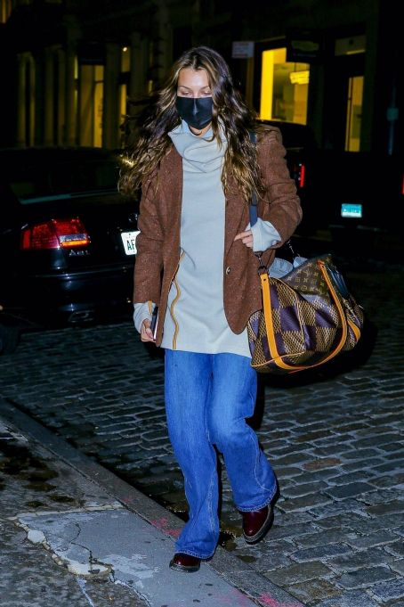 Bella Hadid – arrives at her apartment in New York