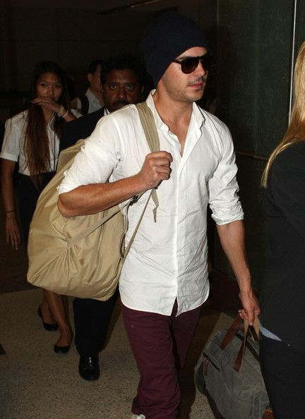 Zac Efron: arrives at LAX