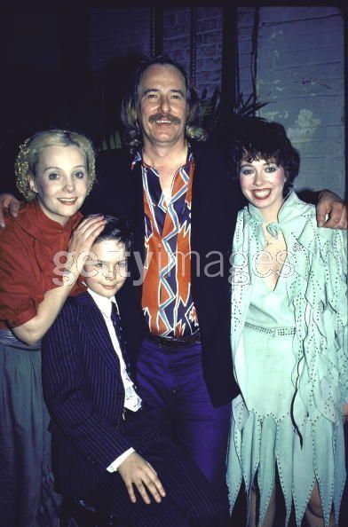 Mackenzie Phillips  w family