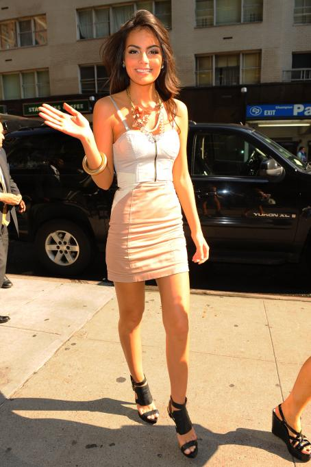 Ximena Navarrete Jimena Navarrete - Arriving At A Midtown Manhattan Office Building - 2010-08-26
