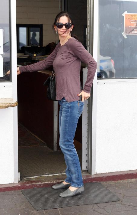 Courteney Cox Out & About in Beverly Hills, 24-01-11
