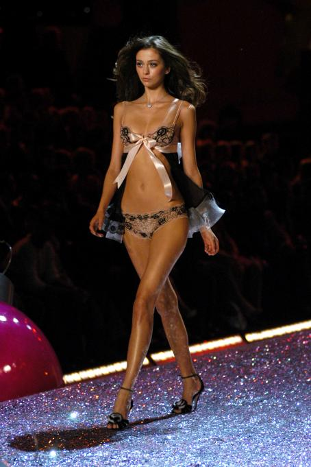 Victoria's Secret Fashion Show 2005 Part 5 Secret Fashion Show