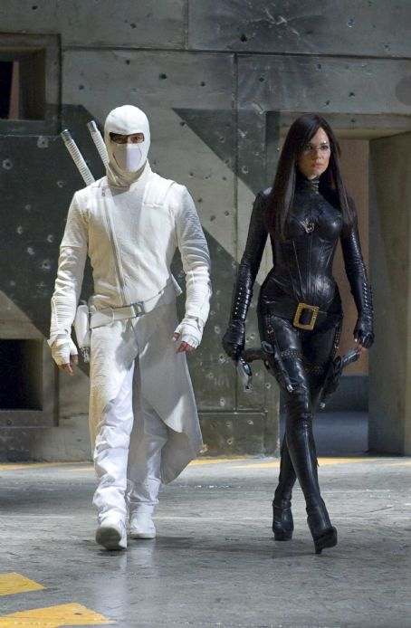 "Storm Shadow Two of the deadliest members of the COBRA organization are Ninja master STORM SHADOW (Byung-hun Lee, left) and The BARONESS (Sienna Miller, right) in ""G.I. JOE: The Rise of Cobra."" Photo Credit: Frank Masi. ©2009 Paramount Pictures Corporation"