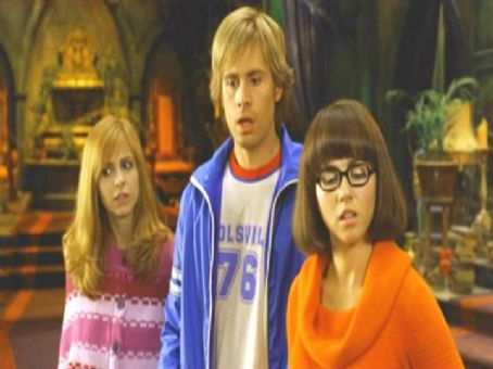 Daphne Sarah Michelle Gellar, Freddie Prinze Jr. and Linda Cardellini in Warner Bros' Scooby-Doo 2: Monsters Unleashed - 2004