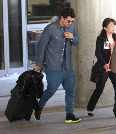 Orlando Bloom arriving on a flight at LAX airport in Los Angeles, CA (August 11)