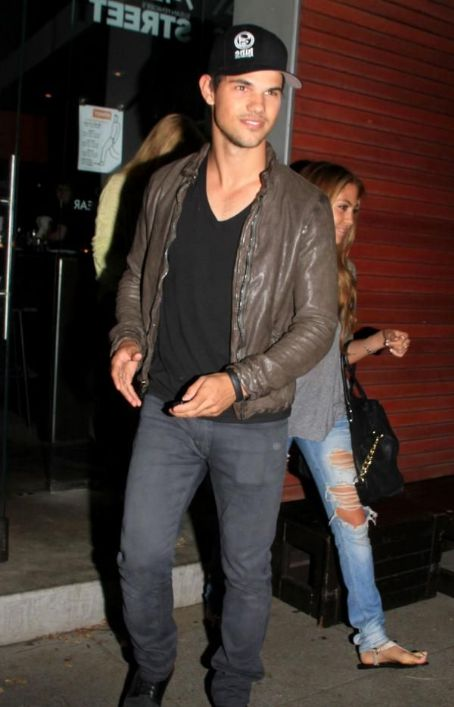 Sarah Hicks - Taylor Lautner and Sara Hicks Date Night