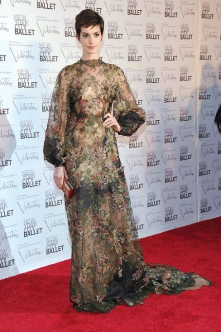 Anne Hathaway: New York City Ballet Fall Gala