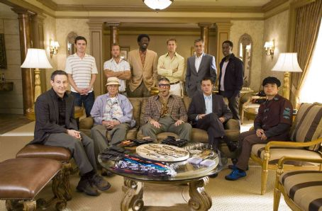 Carl Reiner (L-r) EDDIE JEMISON as Livingston Dell, CASEY AFFLECK as Virgil Malloy, CARL REINER as Saul Bloom, SCOTT CAAN as Turk Malloy, BERNIE MAC as Frank Catton, ELLIOTT GOULD as Reuben Tishkoff, BRAD PITT as Rusty Ryan, GEORGE CLOONEY as Danny Ocean, MATT DAMON