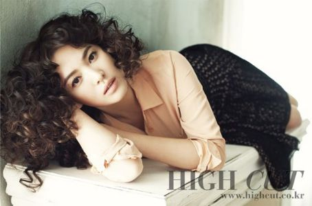 Hye-kyo Song - High Cut Magazine Pictorial [Korea, South] (6 October 2011)
