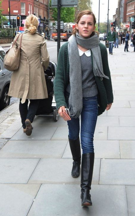 Emma Watson's London Shopping Excursion