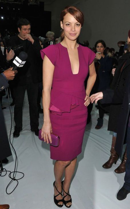 Bérénice Bejo - Berenice Bejo Hits Elie Saab Show, Talks Oscars Dress
