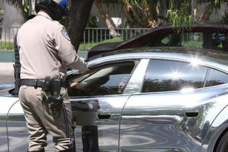 Justin Bieber getting a speeding ticket in Studio CIty (July 6)