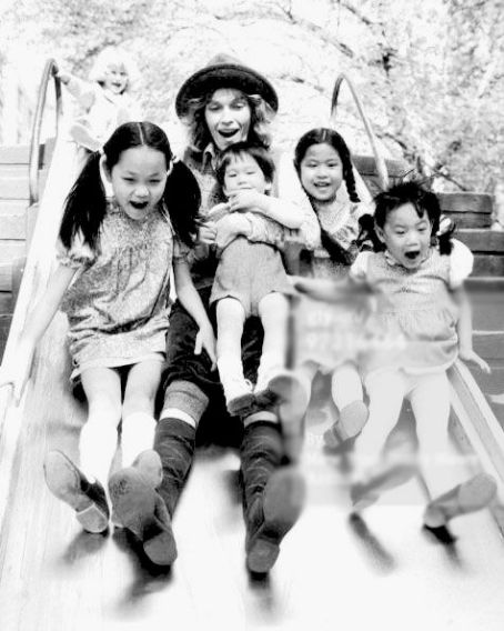 Soon-Yi Previn Mia Farrow with her children Fletcher, Soon Yi, Moses, Lark and Daisy in Central Park, 1980