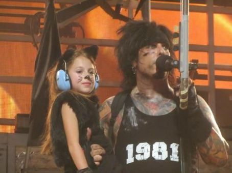 Nikki Sixx - Nikki on the stage with his cutest fan