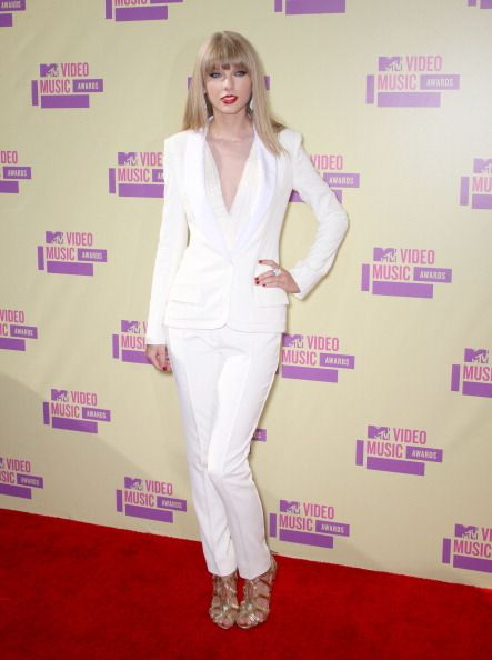 Taylor Swift arrives at the 2012 MTV Video Music Awards