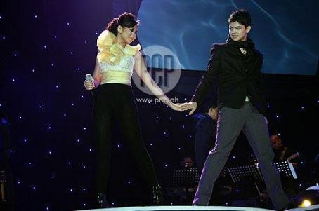 Rayver Cruz  and Sarah Geronimo