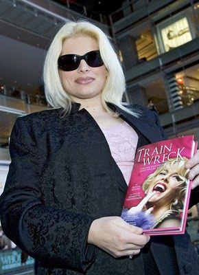 Donna Hogan - FamousFix.com post