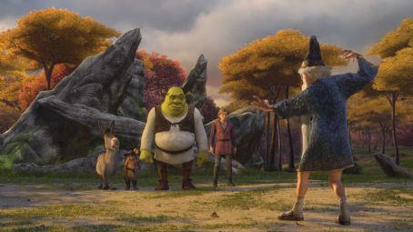 Puss in Boots Donkey (EDDIE MURPHY), Puss In Boots (ANTONIO BANDERAS), Shrek (MIKE MYERS) and Fiona's underachiever cousin Artie (JUSTIN TIMBERLAKE) pay a visit to the magician Merlin (ERIC IDLE) in DreamWorks' SHREK THE THIRD, to be released by Paramount P