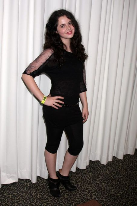 Laura Marano Feet http://photos.lucywho.com/vanessa-marano-photos-t7530163.html