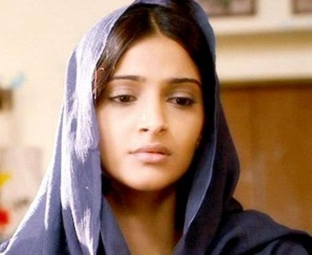 Beautiful Sonam Kapoor Mausam 2011 Stills from the movie