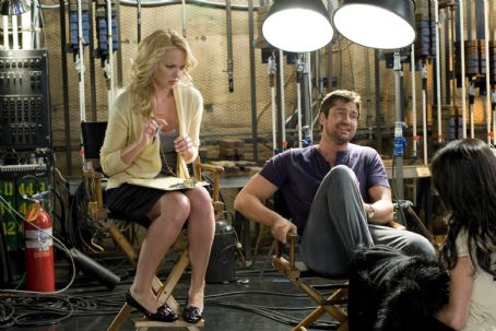 Gerard Butler and Katherine Heigl - Katherine Heigl and Gerard Butler star in Columbia Pictures' comedy THE UGLY TRUTH. Photo By:  Saeed Adyani. © 2009 Columbia Pictures Industries, Inc.  All rights reserved.