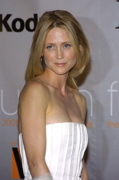 Kelly Rowan - Crystal & Lucy Awards Arrivals (10/6/2005)