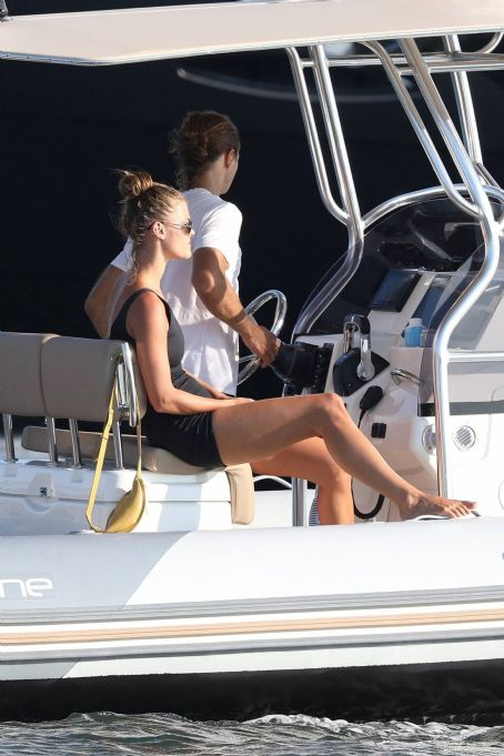 Nina Agdal – Spotted on boat in The Hamptons