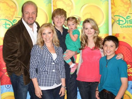 Eric Allan Kramer In This Photo: Jason Dolley, Bradley Steven Perry, Leigh-Allyn Baker, , Bridgit Mendler, Mia Talerico