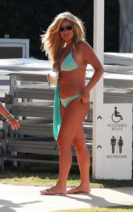 Kim Zolciak-Biermann Kim Zociak: Bikini-Clad Fun in the Sun