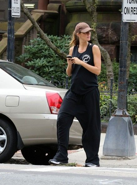 Gisele Bundchen: walks home from her her gym this morning in Boston