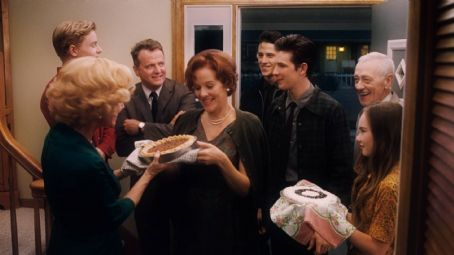 Flipped (L-r) CALLAN McAULIFFE as Bryce Loski, REBECCA DE MORNAY as Patsy Loski, AIDAN QUINN as Richard Baker, PENELOPE ANN MILLER as Trina Baker, SHANE HARPER as Matt Baker, MICHAEL CHRISTOPHER BOLTEN as Mark Baker, JOHN MAHONEY as Chet Duncan and MADELINE CARRO