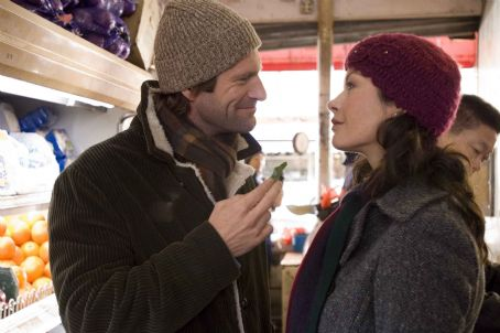 "No Reservations AARON ECKHART stars as Nick and CATHERINE ZETA-JONES stars as Kate in Warner Bros. Pictures' and Village Roadshow Pictures' romantic drama "","" distributed by Warner Bros. Pictures. Photo by David Lee"