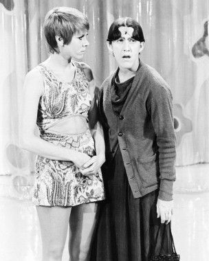 Laugh-In - Judy Carne & Ruth Buzzi