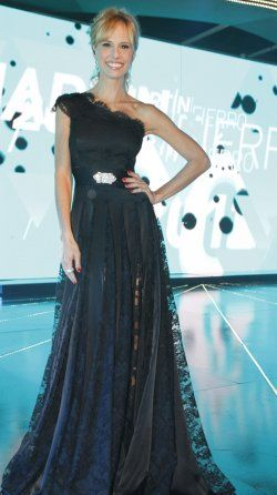Mariana Fabbiani: Martin Fierro Awards 2012 presenter dress