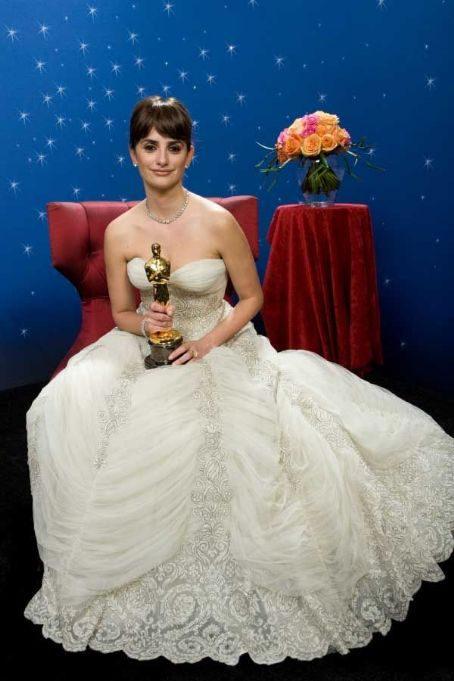 Penélope Cruz At The 81st Annual Academy Awards - Backstage (2009)