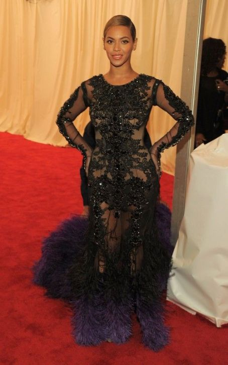 Beyoncé Knowles - Beyonce Talks Motherhood at 2012 Met Gala