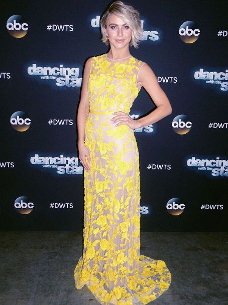 Julianne Hough's DWTS Photo Diary: For the Finale, Her Dress Was a 'Jolt of Sunshine'