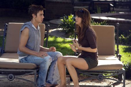 Dustin Milligan and Kristen Wiig - Dustin Milligan as Brad and Kristen Wiig as Suzie in EXTRACT. Photo Credit: Miramax Film Corp/Sam Urdank