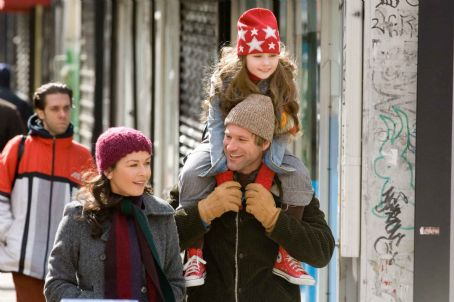"No Reservations CATHERINE ZETA-JONES as Kate, AARON ECKHART as Nick and ABIGAIL BRESLIN as Zoe in Warner Bros. Pictures' and Village Roadshow Pictures' romantic drama "","" distributed by Warner Bros. Pictures. Photo by David Lee"