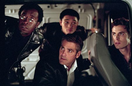 Ocean's Eleven Don Cheadle, Shaobo Qin, George Clooney and Casey Affleck in Warner Brothers' Ocean's Eleven - 2001