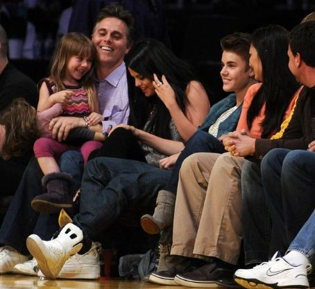 Justin Bieber  Antonio on Justin Beiber Selena Gomez Watch The Game Between The San Antonio