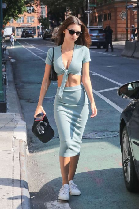 Emily Ratajkowski – Out in NYC