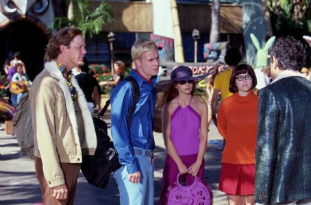 Velma Freddie Prinze Jr. as Fred,  Sarah Michelle Gellar as Daphne, Linda Cardellini as  in Warner Brothers' Scooby Doo - 2002