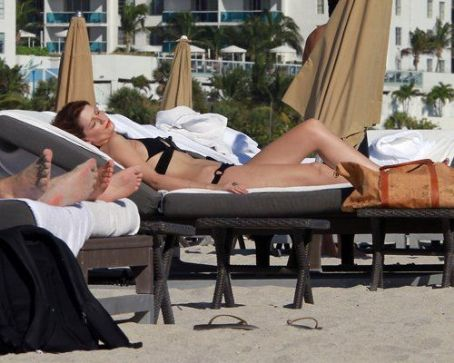 Mischa Barton: Showing Some Skin in Miami