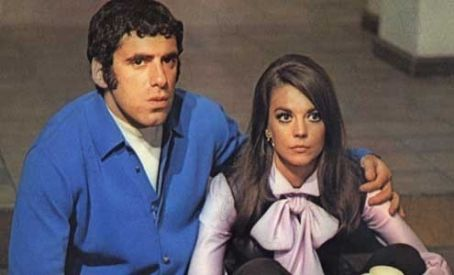 Elliott Gould Natalie Wood and  in Bob & Carol & Ted & Alice