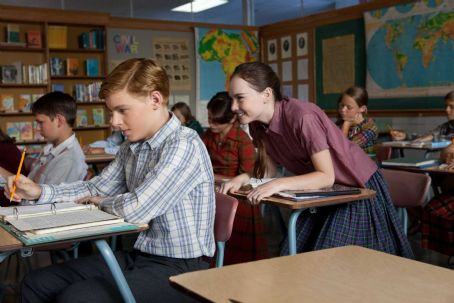 Flipped (L-r) CALLAN McAULIFFE as Bryce Loski and MADELINE CARROLL as Juli Baker in Castle Rock Entertainment's coming-of-age romantic comedy 'FLIPPED,' a Warner Bros. Pictures release. Photo by Ben Glass