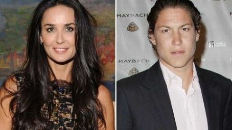 Hookup rumor du jour: Demi Moore dating another dewy young man