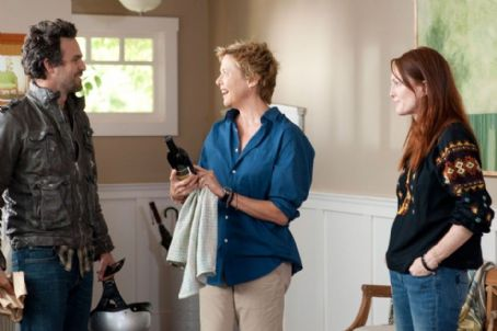The Kids Are All Right l-r)Mark Ruffalo, Annette Bening and Julianne Moore star in Lisa Cholodenko's THE KIDS ARE ALL RIGHT, a Focus Features release.